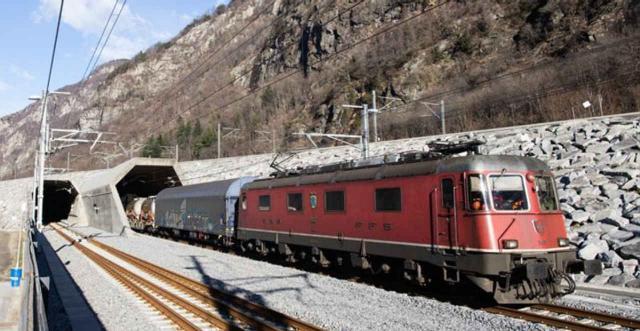 Erste Güterzüge im Gotthard-Basistunnel