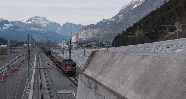 Marathon-Güterzug im Gotthard-Basistunnel