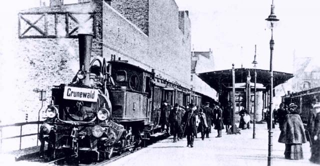 Lokomotive T2 auf dem Bahnhof Savignyplatz 1896