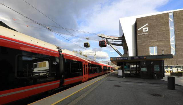 Das neu gestaltete Bahnhofsareal in Voss.