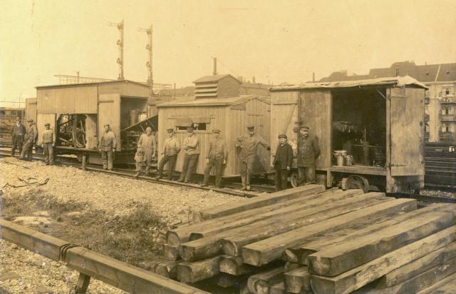 Montagezug für das Verzinken der Schienenstösse der Walddörferbahn