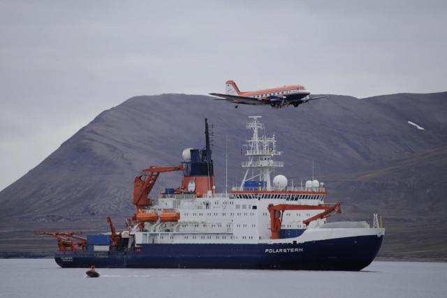 Forschungsfluzeug Polar 5 und Forschungsschiff Polarstern