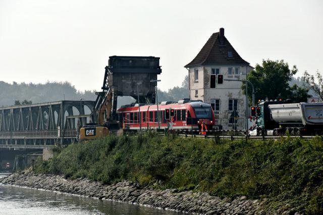 Klappbrücke über die Schlei bei Lindaunis