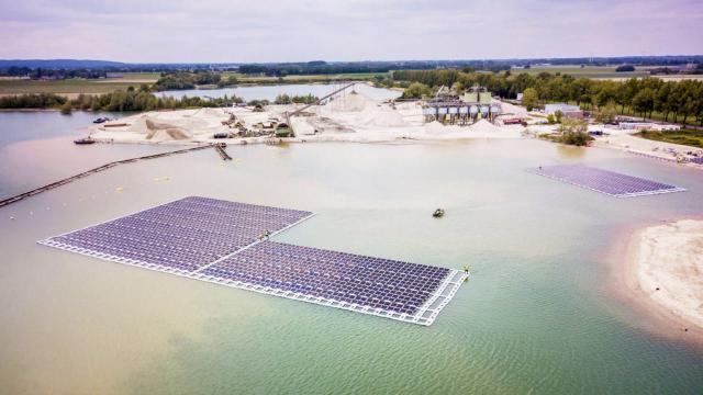 Schwimmender Solarpark im niederländischen Gendringen