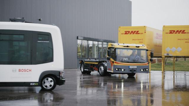 Spezialfahrzeuge zum Versetzen von Containern in Logistikzentren