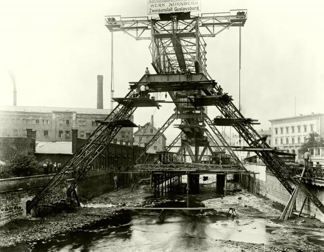Schwebebahngerüst an der Alexanderbrücke