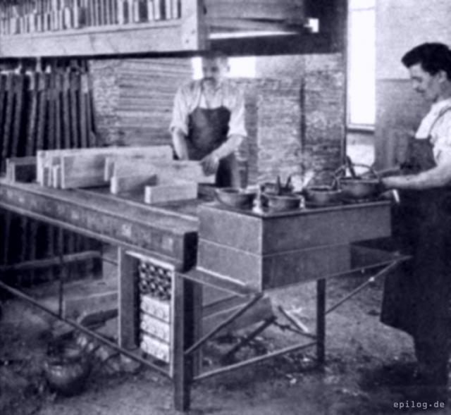 Elektrische Leimkocher in einer Tischlerei.