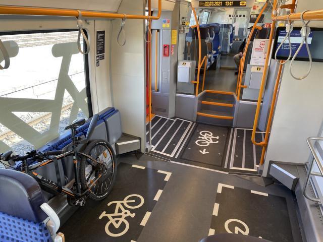 Fahrradstellplätze mit Markierung