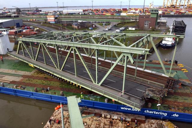 Abgebaute Drehbrücke